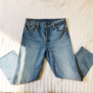 Levi's Cropped womens jean highwaist button fly 29